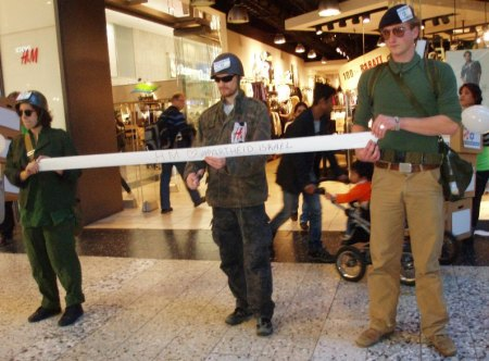 Ribbon cutting ceremony for H&M apartheid store